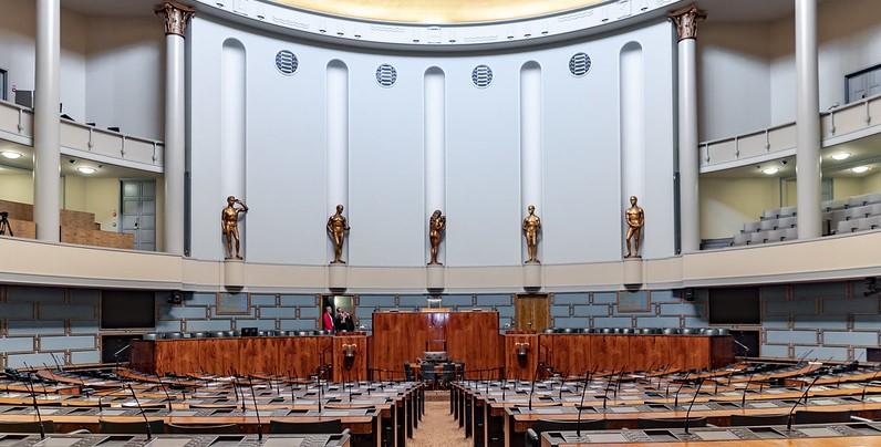 Read more about the article В парламенте отменяют все ограничения