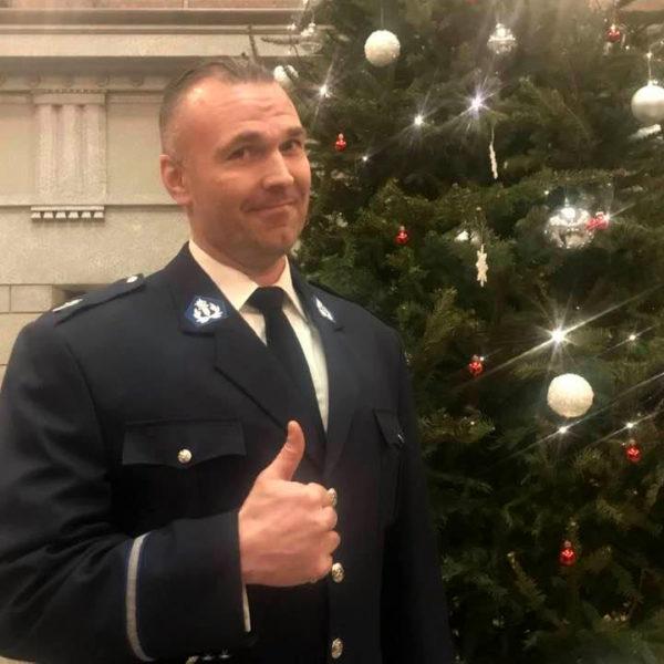 Видео: полицейский Петрус из Оулу поздравляет читателей gazeta.fi
