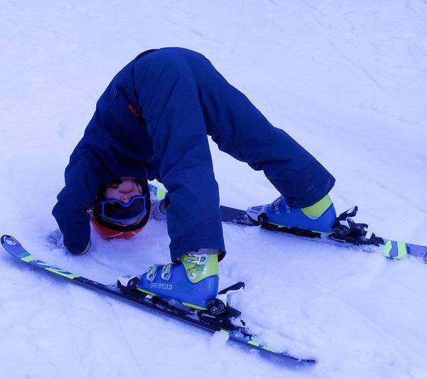 Достаем лыжи, санки и коньки
