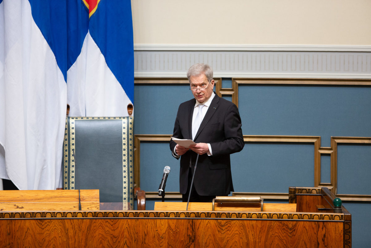 Президент Финляндии Саули Ниинистё получил первую инъекцию вакцины