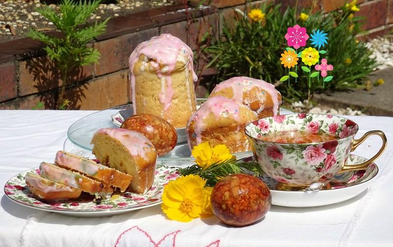Поздравляем с Пасхальными праздниками!