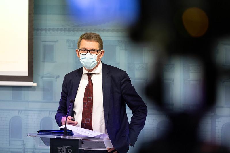 Матти Ванханен оставляет пост министра финансов