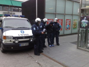 В целом праздник прошел спокойно, в Хельсинки полиция очистила парк от празднующих