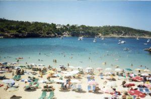 Испания ждет привитых туристов со всего мира