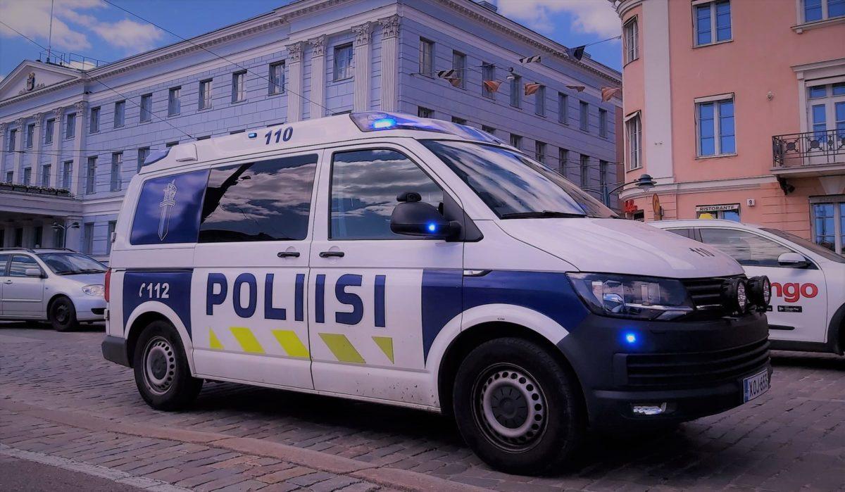 You are currently viewing В Хельсинки полиция задержала антипрививочников, пытавшихся вести видеосъемку в школе