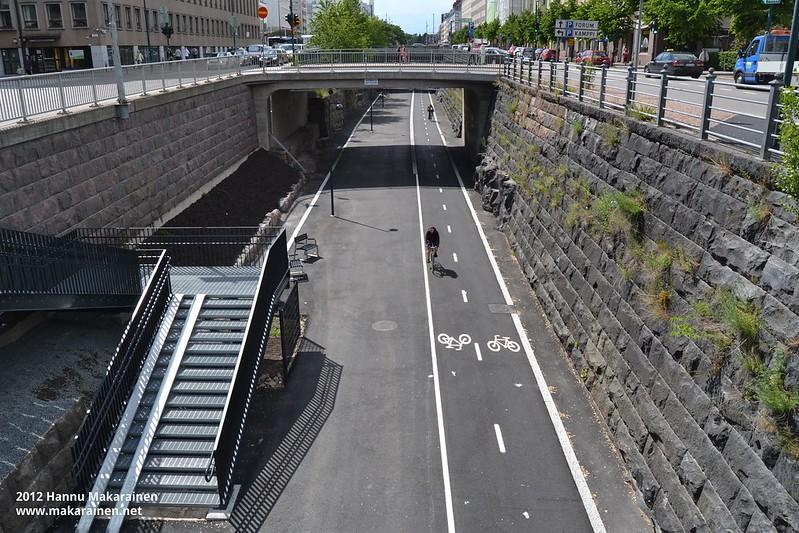You are currently viewing На велотрассе Баана в центре Хельсинки открылся велосипедный центр