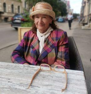 Read more about the article Евгения Лисицына: Не обращайте внимание на несовершенство мира