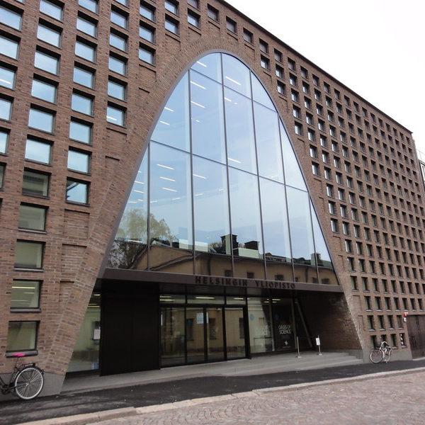 Прививку от COVID19 можно получить без предварительной записи в центральном кампусе университета Хельсинки