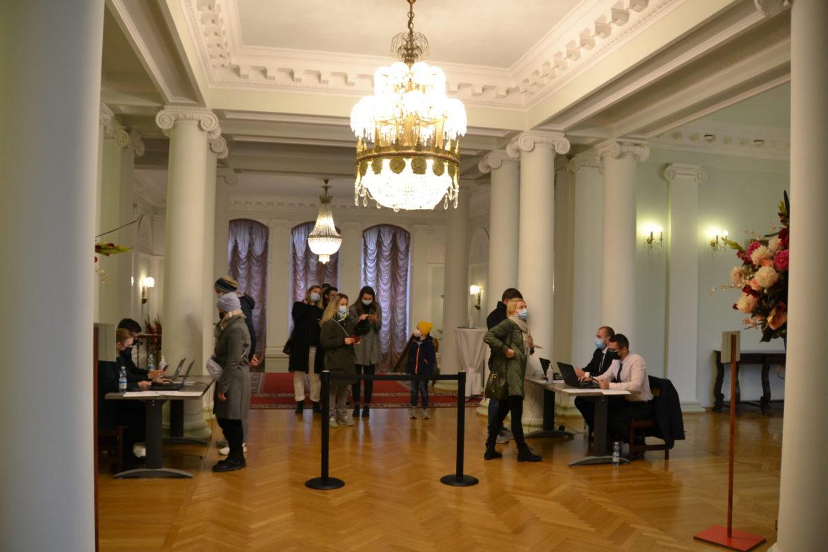 You are currently viewing Как прошел день выборов в отделениях посольства РФ в Финляндии